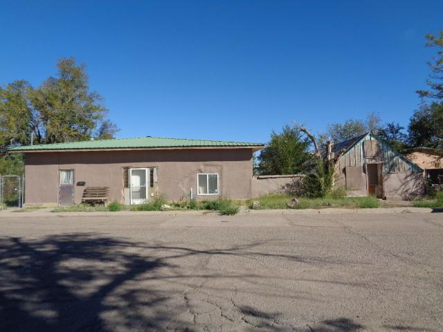118 Ross Avenue, Belen, NM 87002 (MLS #930052) :: Campbell & Campbell Real Estate Services