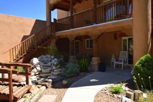 4 Gilcrease Road, Los Lunas, NM 87031 (MLS #930844) :: The Stratmoen & Mesch Team