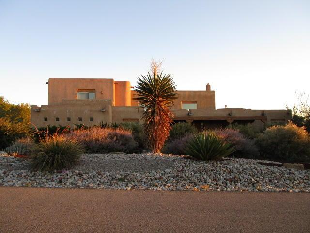 11609 Corona Avenue NE, Albuquerque, NM 87122 (MLS #930905) :: Your Casa Team