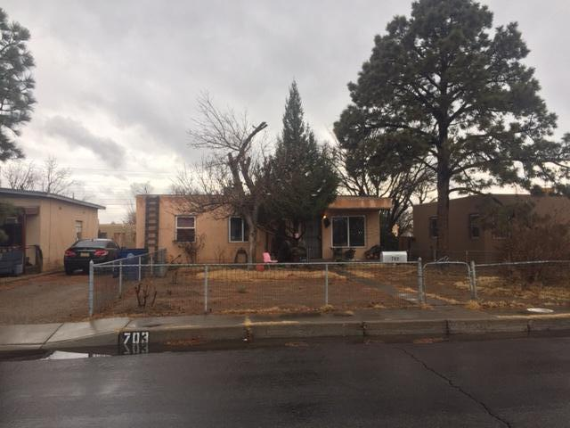 703 Alvarado Drive SE, Albuquerque, NM 87108 (MLS #935335) :: The Stratmoen & Mesch Team