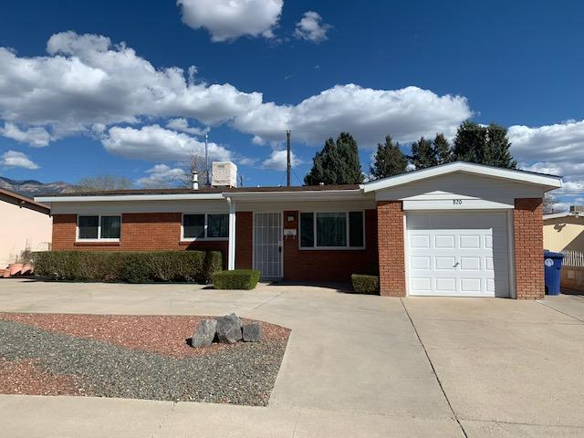 820 Marcella Street NE, Albuquerque, NM 87123 (MLS #939761) :: The Bigelow Team / Realty One of New Mexico