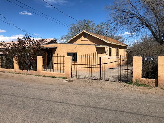 1936 Granada Court SW, Albuquerque, NM 87105 (MLS #940310) :: Silesha & Company