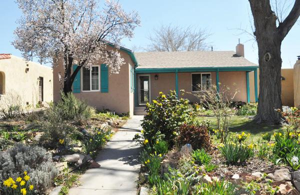 326 Tulane Place, Albuquerque, NM 87106 (MLS #940727) :: Silesha & Company