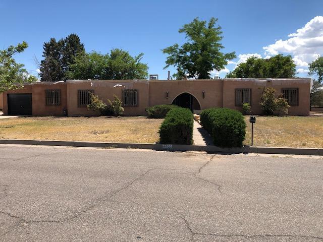 4400 Los Reyes Road SE, Rio Rancho, NM 87124 (MLS #944780) :: Silesha & Company