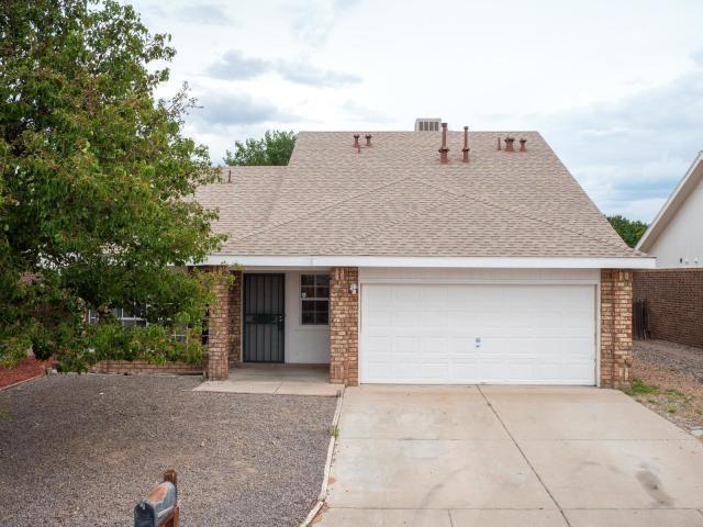 8 Apache Plume Road, Los Lunas, NM 87031 (MLS #948235) :: The Bigelow Team / Red Fox Realty
