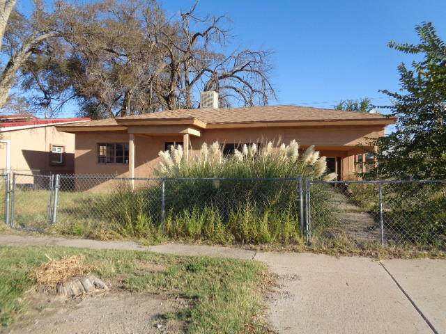 212 Dalies Avenue, Belen, NM 87002 (MLS #955885) :: Silesha & Company