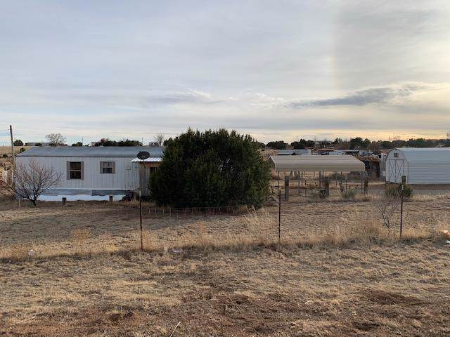 24 Stillwater Drive, Moriarty, NM 87035 (MLS #959750) :: Campbell & Campbell Real Estate Services