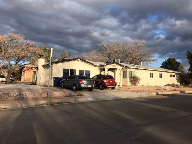 1100 Glorieta Street NE, Albuquerque, NM 87112 (MLS #960767) :: Silesha & Company