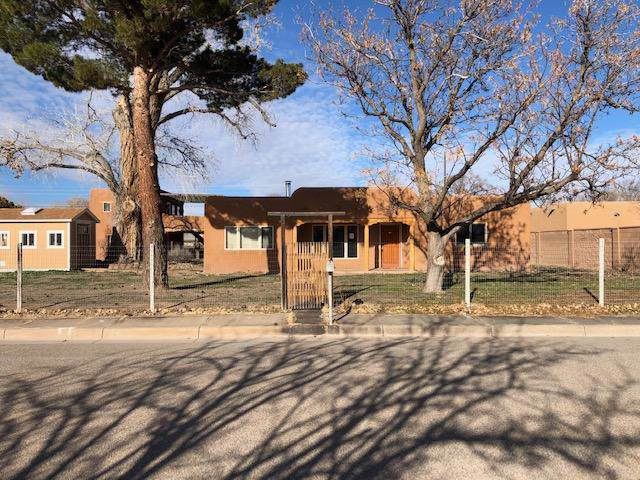 907 Noval Place NW, Albuquerque, NM 87114 (MLS #961939) :: The Bigelow Team / Red Fox Realty