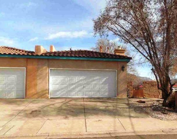 3700 Westerfeld Drive NE, Albuquerque, NM 87111 (MLS #962644) :: Silesha & Company
