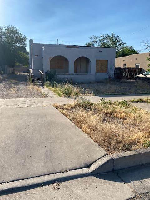 208 Richmond Drive SE, Albuquerque, NM 87106 (MLS #974125) :: The Buchman Group