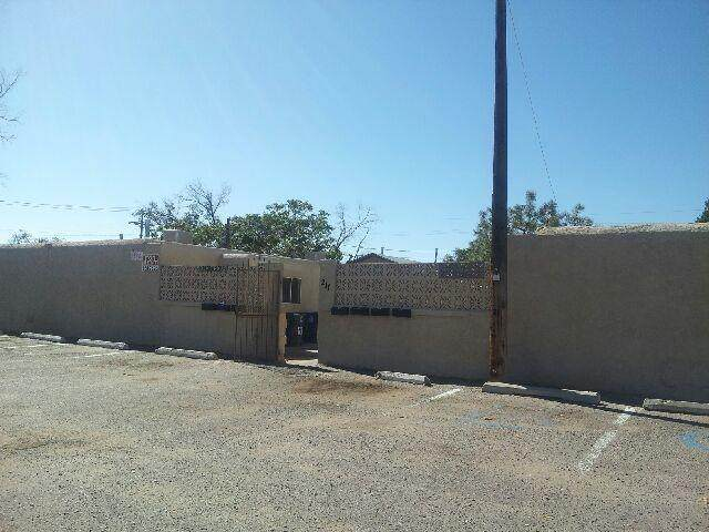 209 Texas Street NE, Albuquerque, NM 87108 (MLS #980572) :: Berkshire Hathaway HomeServices Santa Fe Real Estate