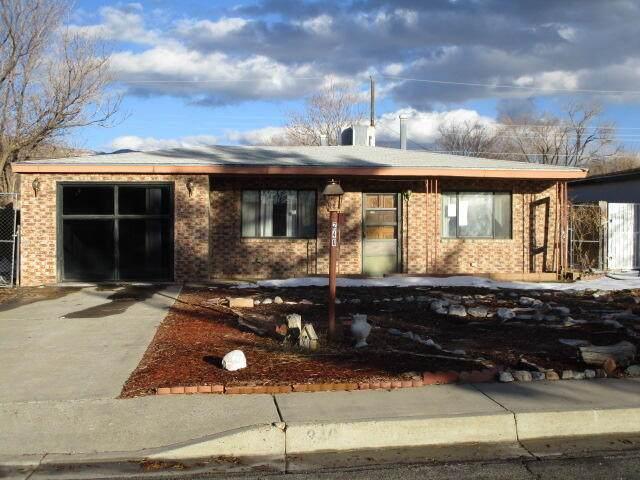 240 Erbbe Street NE, Albuquerque, NM 87123 (MLS #986397) :: Berkshire Hathaway HomeServices Santa Fe Real Estate