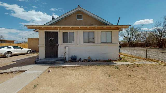 2500 Foothill Road SW, Albuquerque, NM 87105 (MLS #989282) :: The Buchman Group
