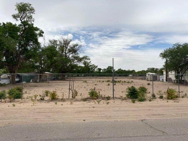 2142 Metzgar Road SW, Albuquerque, NM 87105 (MLS #992977) :: The Buchman Group