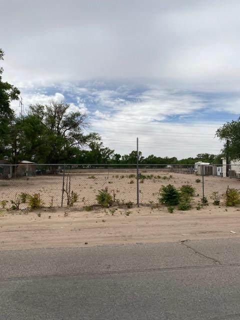 2142 Metzgar Road SW, Albuquerque, NM 87105 (MLS #992978) :: The Buchman Group