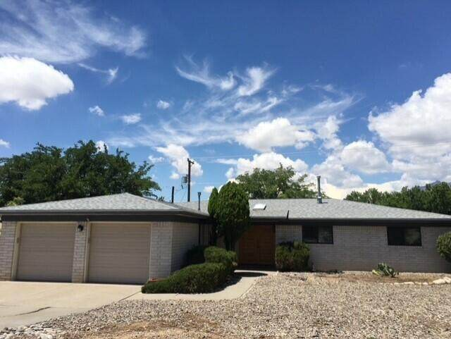 12813 Cedarbrook Avenue NE, Albuquerque, NM 87111 (MLS #996055) :: Berkshire Hathaway HomeServices Santa Fe Real Estate