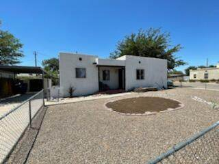 1004 Lynch Court NW, Albuquerque, NM 87104 (MLS #996390) :: Keller Williams Realty