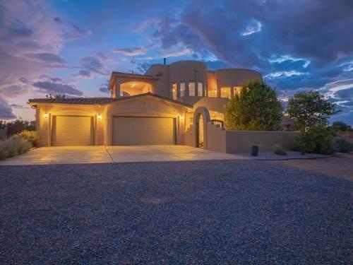 305 Alcano Circle NE, Rio Rancho, NM 87124 (MLS #996716) :: Sandi Pressley Team