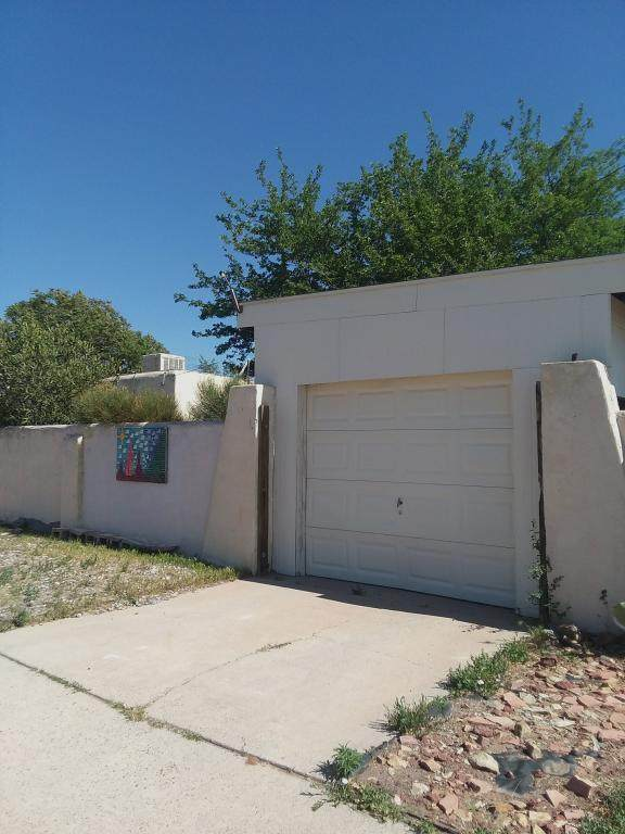1001 Florida Street SE, Albuquerque, NM 87108 (MLS #997451) :: Berkshire Hathaway HomeServices Santa Fe Real Estate