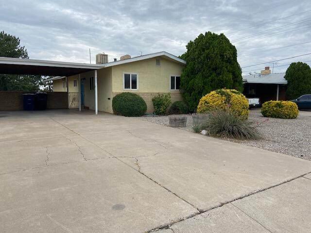 1835 Solano Drive NE, Albuquerque, NM 87110 (MLS #998806) :: Keller Williams Realty