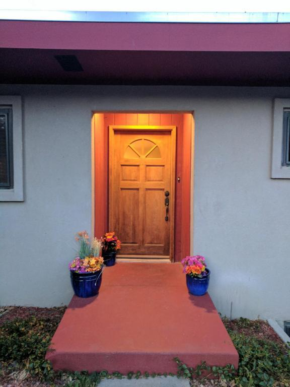 716 Solano Drive SE, Albuquerque, NM 87108 (MLS #909435) :: Your Casa Team