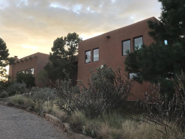 1219 Rockrose Road NE, Albuquerque, NM 87122 (MLS #949660) :: Silesha & Company