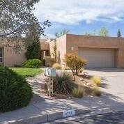5700 Papaya Place NE, Albuquerque, NM 87111 (MLS #967439) :: The Buchman Group
