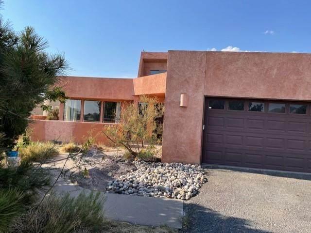 1872 San Bernardino Drive NE, Albuquerque, NM 87122 (MLS #990704) :: Keller Williams Realty