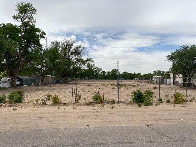 2142 Metzgar Road SW, Albuquerque, NM 87105 (MLS #992978) :: Sandi Pressley Team