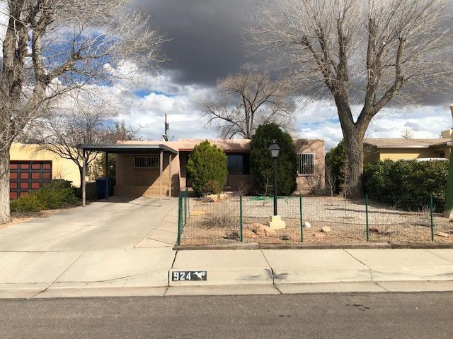 924 Palomas Drive SE, Albuquerque, NM 87108 (MLS #939415) :: Silesha & Company