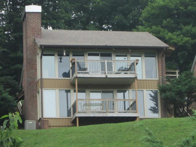 108 Doe Highlands Dr, Hillsville, VA 24343 (MLS #65356) :: Highlands Realty, Inc.
