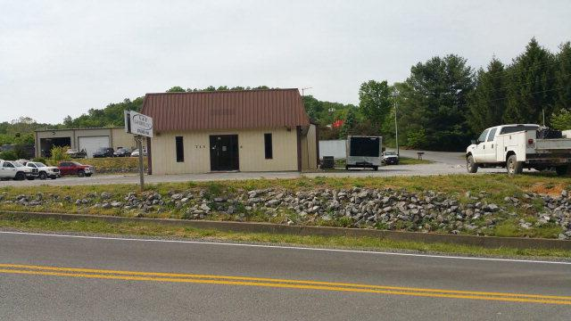 713 Mall Road, Cedar Bluff, VA 24609 (MLS #50884) :: Highlands Realty, Inc.
