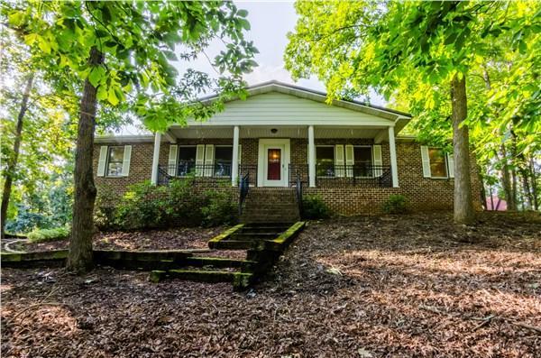 107 Shadowhill Ln, Bristol, VA 24201 (MLS #61568) :: Highlands Realty, Inc.