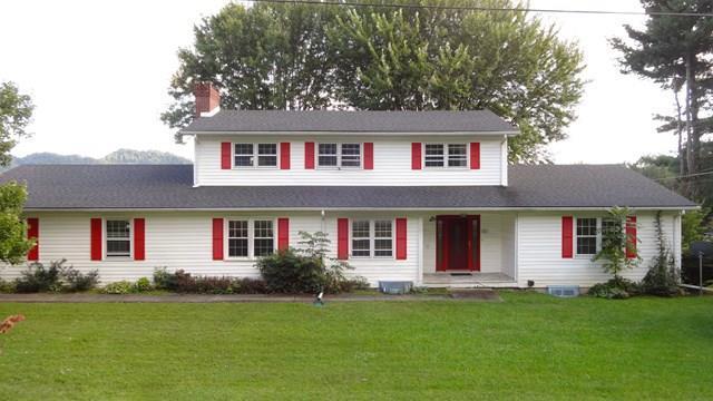 200 Holly Street, Marion, VA 24354 (MLS #61825) :: Highlands Realty, Inc.
