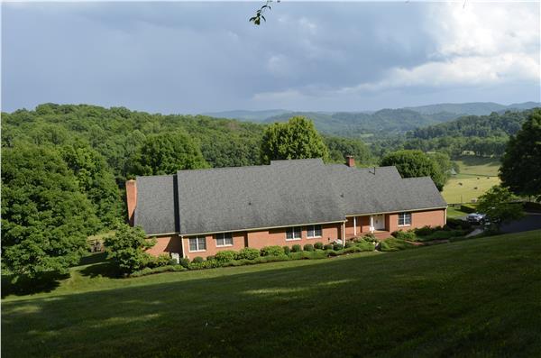 137 Ridgewood Pl, Marion, VA 23454 (MLS #65191) :: Highlands Realty, Inc.