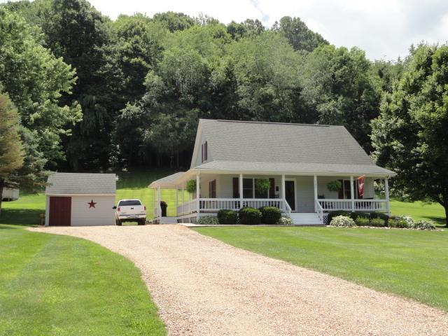 757 Wet Springs Rd., Chilhowie, VA 24319 (MLS #65538) :: Highlands Realty, Inc.