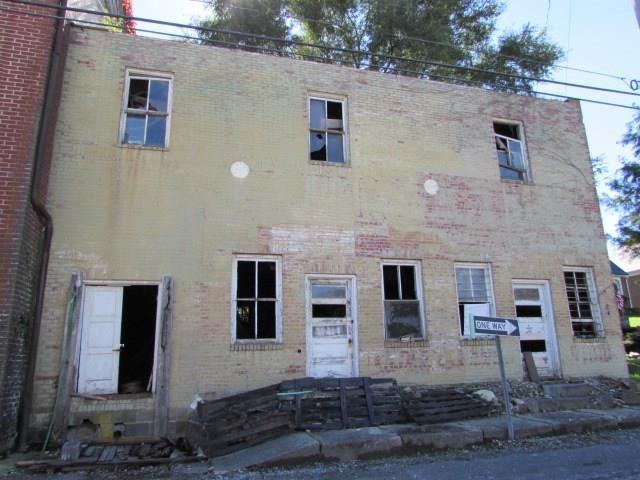 201 Baumgardner Ave, Rural Retreat, VA 24368 (MLS #67054) :: Highlands Realty, Inc.