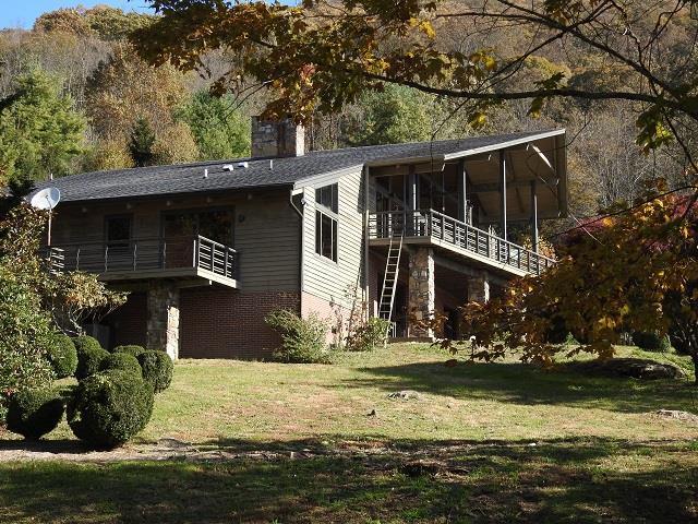 1002 Saddle Creek Rd, Elk Creek, VA 24326 (MLS #69980) :: Highlands Realty, Inc.