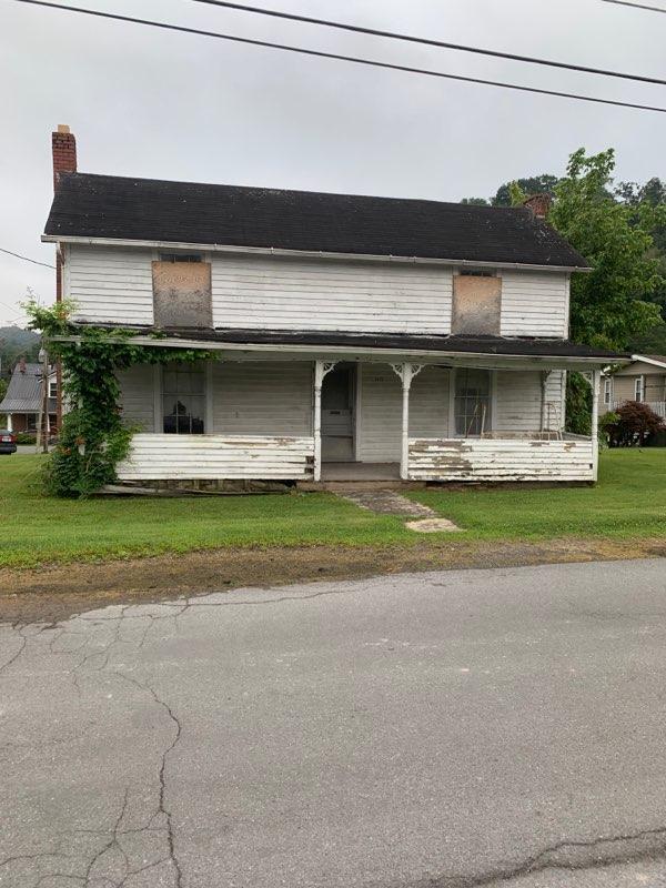 2622 Chestnut Street, Richlands, VA 24641 (MLS #70421) :: Highlands Realty, Inc.