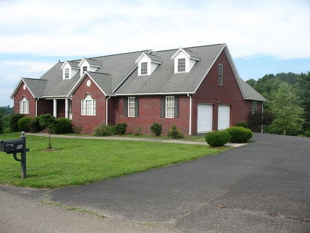 98 Holly Tree Ct, Galax, VA 24333 (MLS #70529) :: Highlands Realty, Inc.