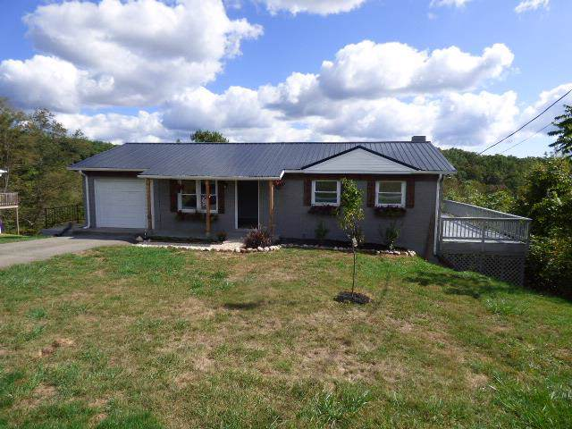 892 Cavalier Dr, Hillsville, VA 24343 (MLS #71792) :: Highlands Realty, Inc.