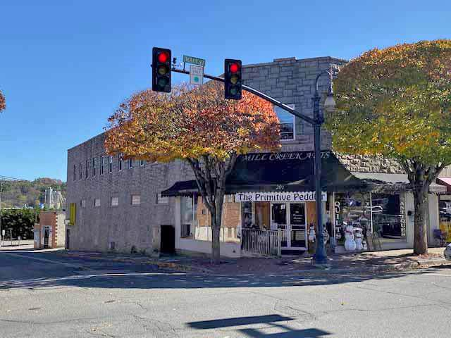 201 Main St - Photo 1
