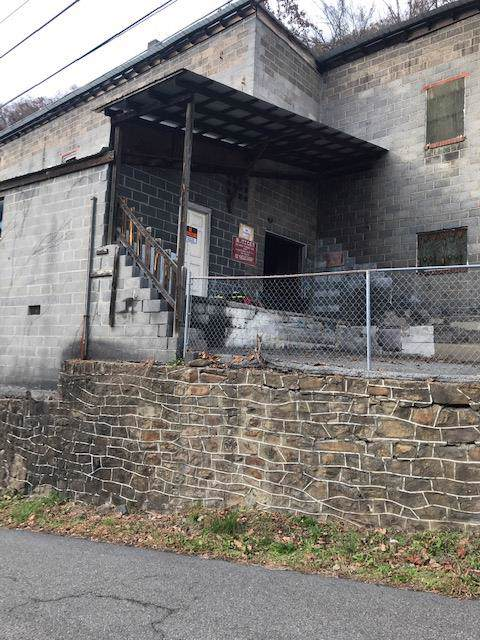 1039 Poe Town St, Grundy, VA 24614 (MLS #72265) :: Highlands Realty, Inc.