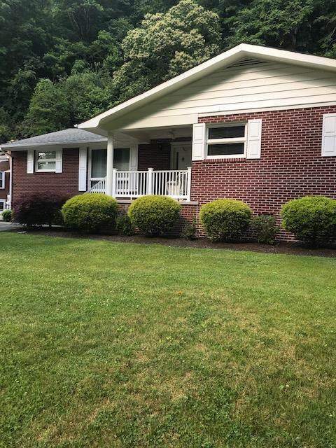 1067 Shady Lane St, Grundy, VA 24614 (MLS #74414) :: Highlands Realty, Inc.