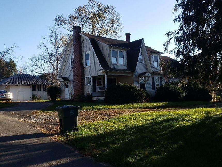828 Colonial Road - Photo 1