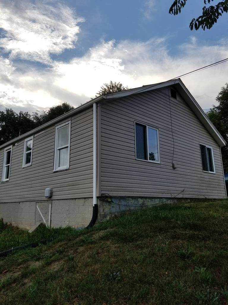 610 Old Airport Rd - Photo 1