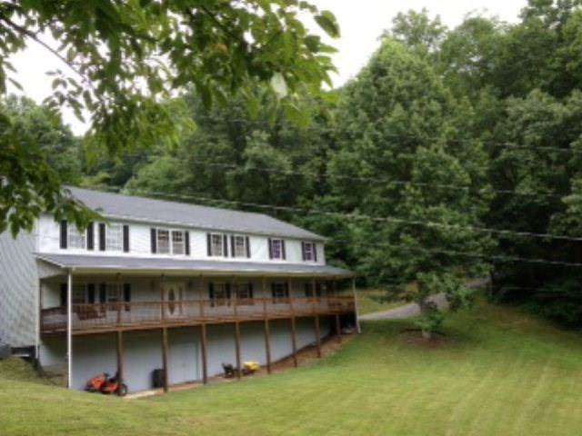 955 Wakefield Drive, Pounding Mill, VA 24637 (MLS #80115) :: Highlands Realty, Inc.
