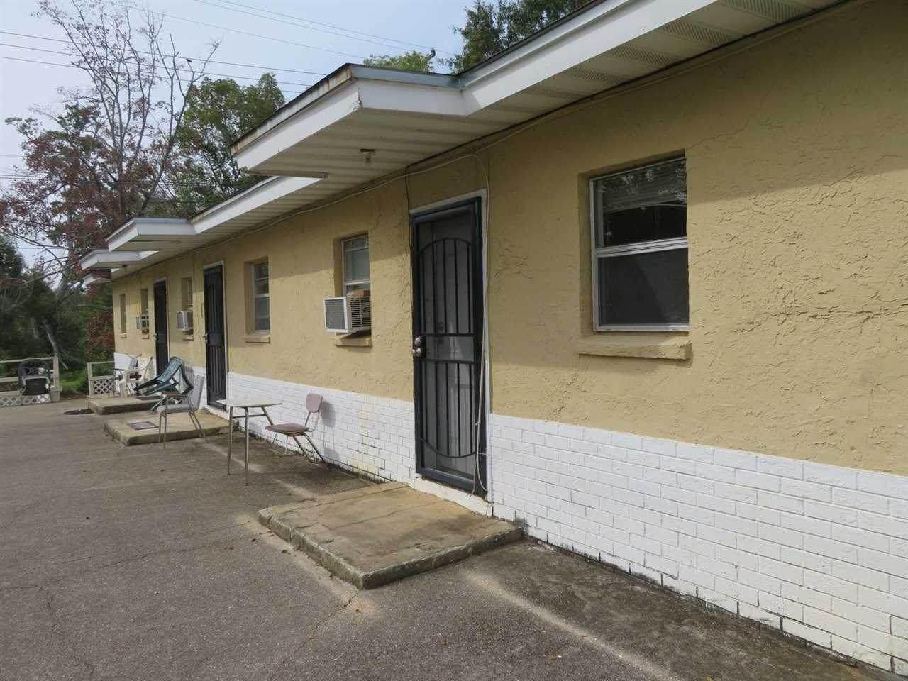 916 Preston Street - Photo 1
