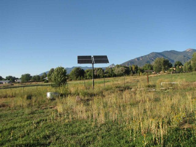 000 Range Road, Taos, NM 87571 (MLS #100701) :: The Chisum Group